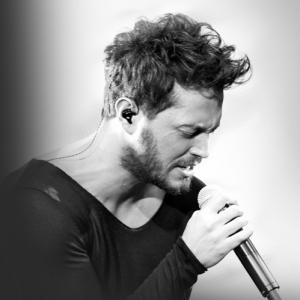 Murat Boz Şarkı Söylerken Resmi