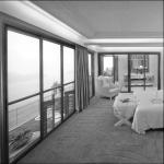 modern salon dekorasyonunda fabrika camlar