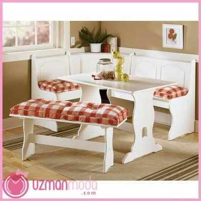Ekose-desenli-yastiklardan-olusan-beyaz-ahsap-yeni-kose-mutfak-takimi-modelleri.jpg